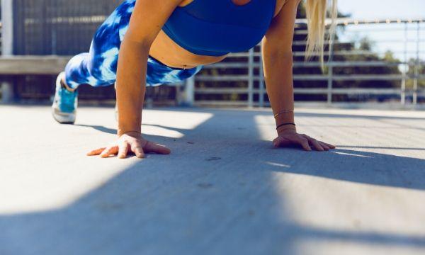 12 efektivních cviků na břicho